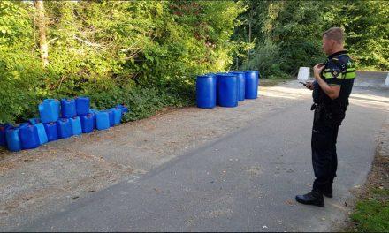 vaten en jerrycans gedumpt op ons sportpark