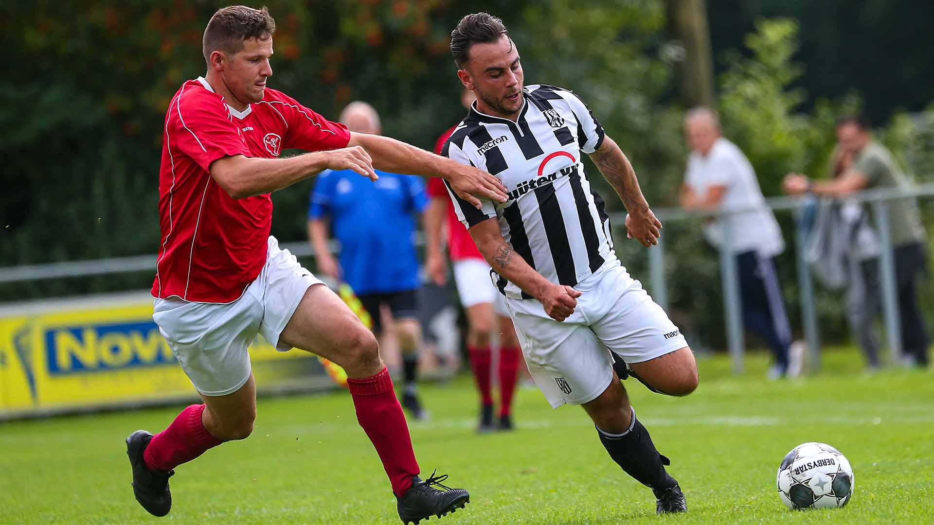 Jerry van Ingen scoort de gelijkmaker in de gewonnen wedstrijd tegen Wernhout